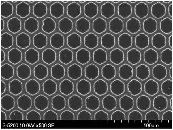 SEM image of patterned cathode using OTI Lumionics ConducTorr™ Electrode